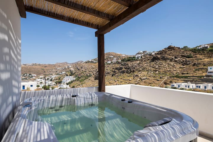 Deluxe Sea View Suite with Jacuzzi in Mykonos