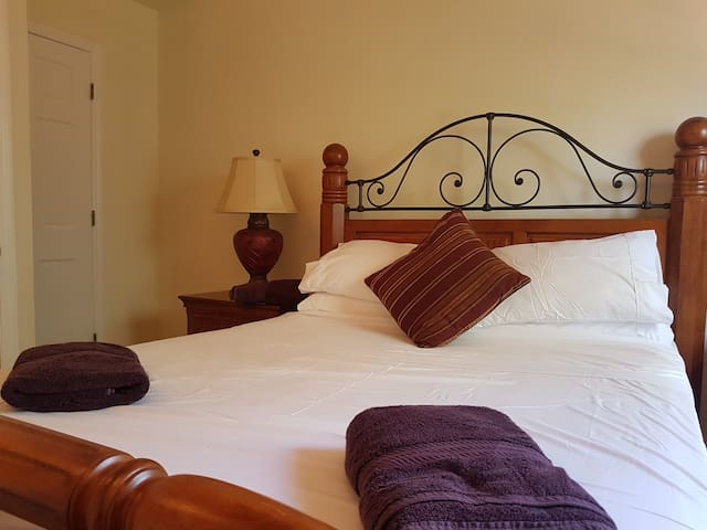 Bedroom 4, American Queen size bed (UK King). Ceiling fan and single built in wardrobe and set of drawers.