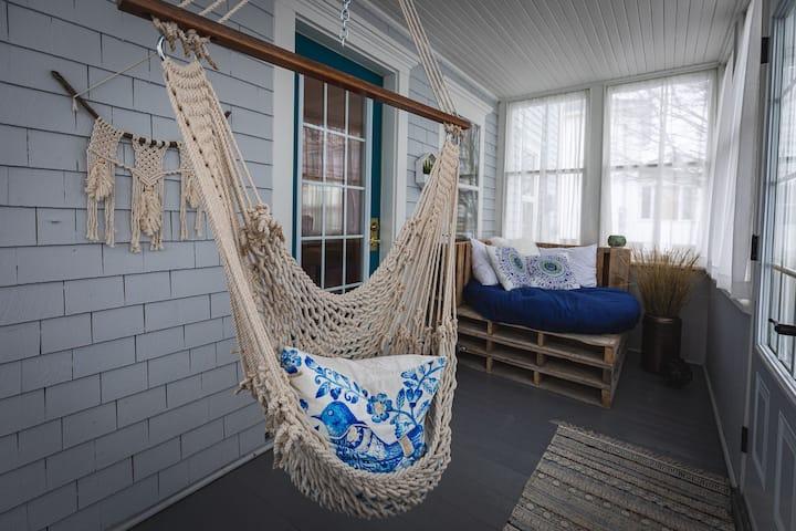 La Maison Chaleureuse / The Cozy House