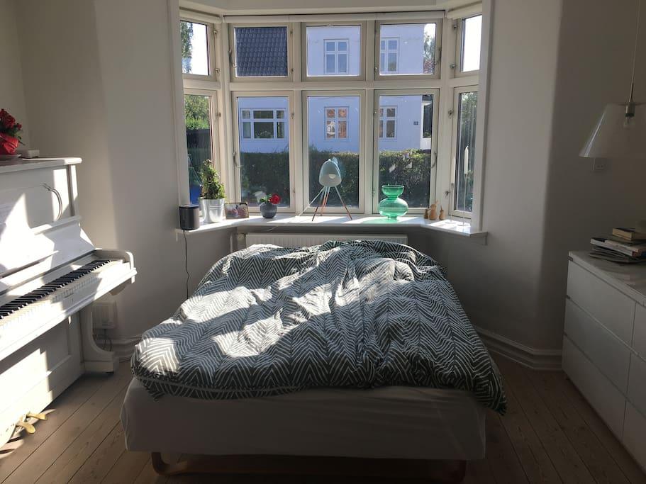 Soveværelse nr. 1 med dobbeltseng