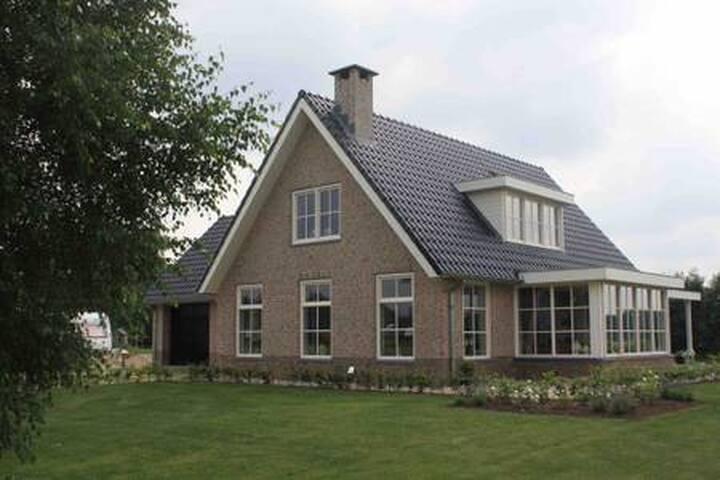 Luxury studio with kitchen, near Amsterdam