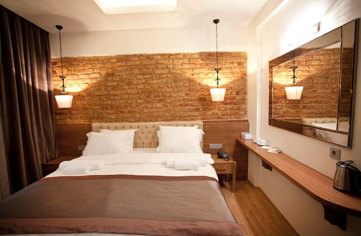 TAKSİM SQUARE DELUXE ROOMS (Breakfast included)