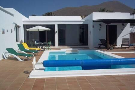 Villa ZOLOZOL in Las Breñas for 8p - Las Breñas - 別荘