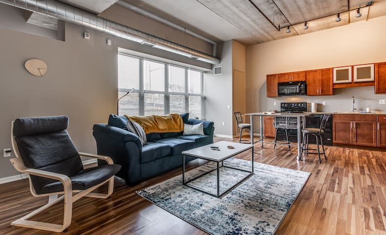 Bloomfield 1 Br w/ Pool, and Workspace