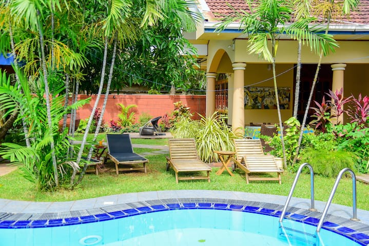 The SECRET GARDEN- Luxury lodge with Swimming Pool