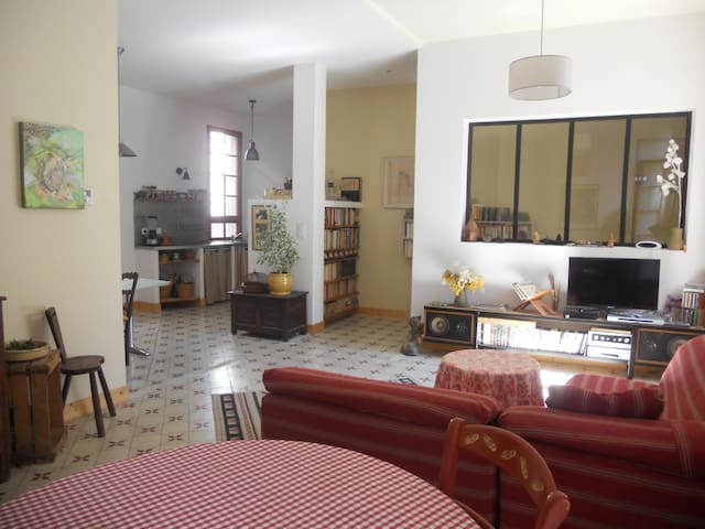 Appartement calme et lumineux - Beaucaire - Apartment