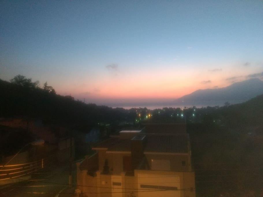 Vista panorâmica do amanhecer do canal de São Santiago.