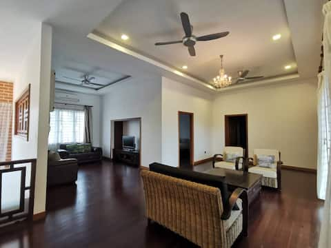 Spacious area , air-conditioning, pool, barbeque