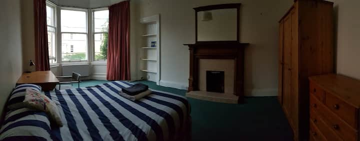 Huge central double room with bay window
