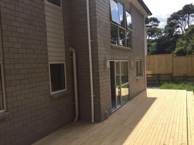 Brand New Modern House - Auckland - Szeregowiec