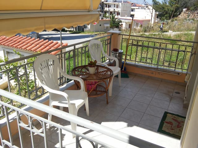 APARTMENT WITH BALCONY IN NAFPLIO - Navplion - Apartamento