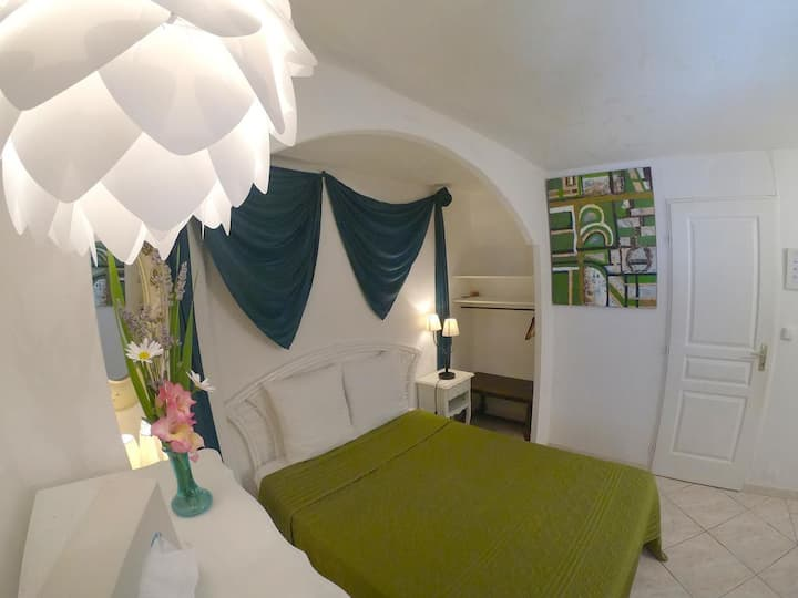 B&B LeBeausejour: Private room and pool
