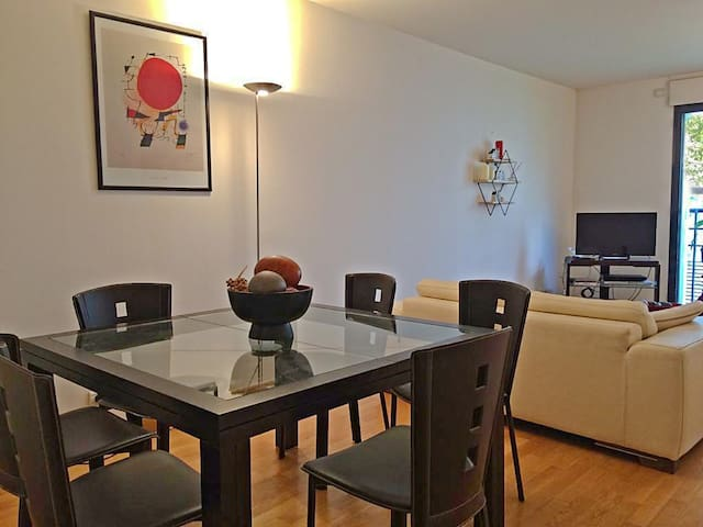2 Bedroom Apartment in the 16th District of Paris