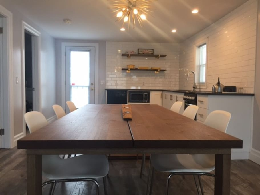 Seating for 6-8 around the dining table