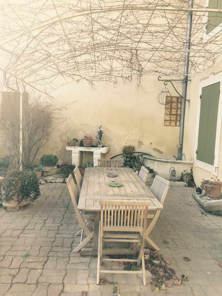 Maison de ville avec jardin au calme