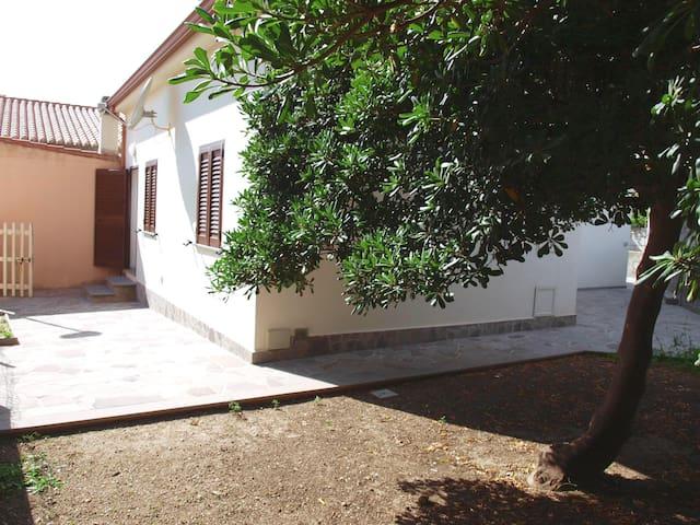 Casa con giardino a 40 m dal mare - S'Archittu - Haus