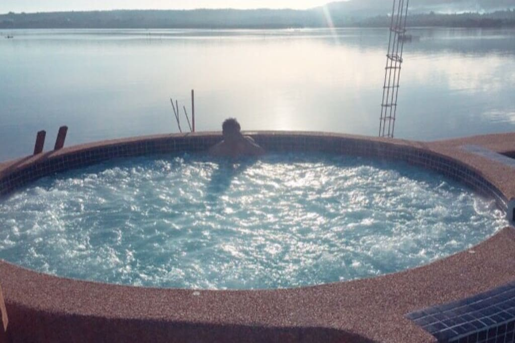 Enjoy the breath-taking view of our jacuzzi by the sea ❤️