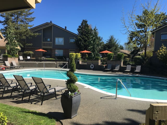 One bedroom with full bathroom - Tigard - Apartment