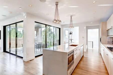 Huge Modern Smart Home in Hilltop / Cherry Creek - Denver
