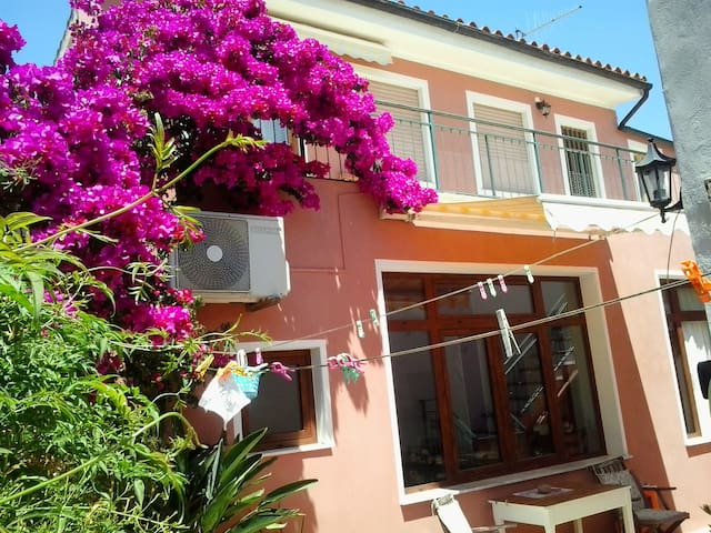 Sunny apartment with large terrace - San Vito - Huoneisto