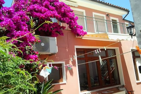 Sunny apartment with large terrace - San Vito - Departamento