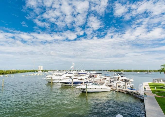 OCEAN VIEW!! NEAR SOUTH BEACH & DOWNTOWN MIAMI 103