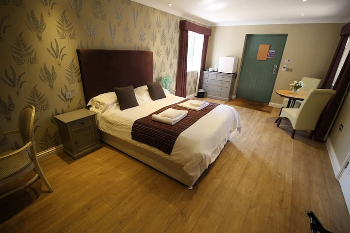 Accessible Double or Twin Ensuite @The Sun Inn