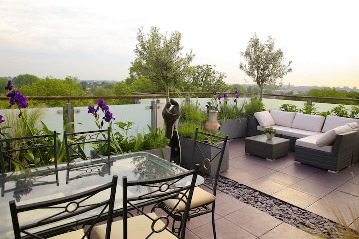 Huge 2 Bed Penthouse with Terrace - Londyn - Apartament
