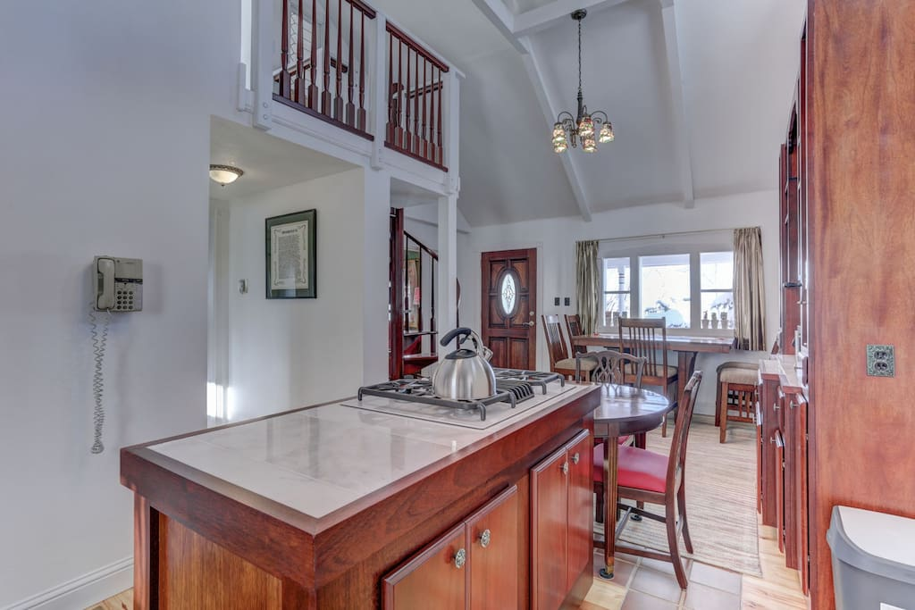 Fully Equipped Kitchen, 2 Dining Area