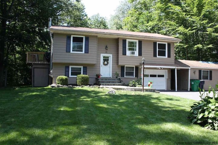 Chic Country Home, near New Paltz village