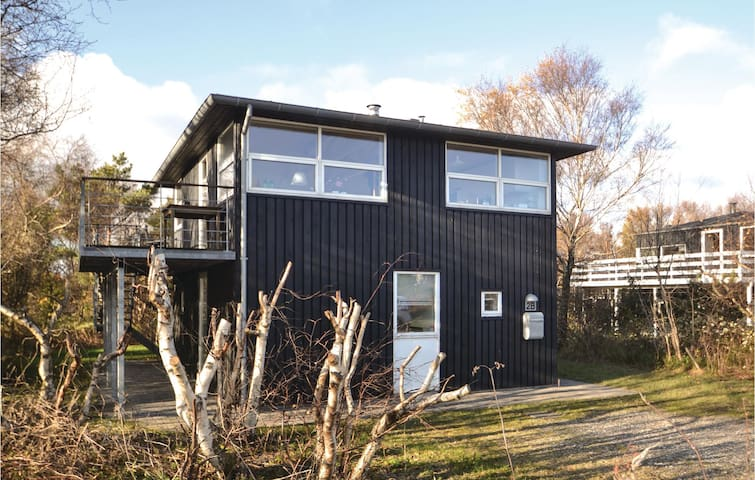 Holiday cottage with 2 bedrooms on 80 m² in Grenaa