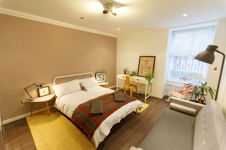 Southfacing Double Room  with Park Views