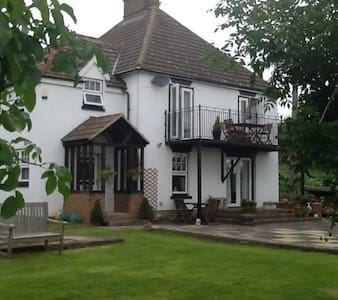 Elm House Bed and Breakfast - Oare