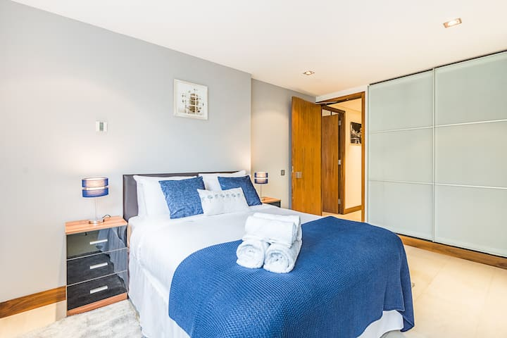 Your second large double is ensuite with shower, toilet and hand basin. It is dressed in hotel quality linen and towel for your stay and has a large build in wardrobe and draws.