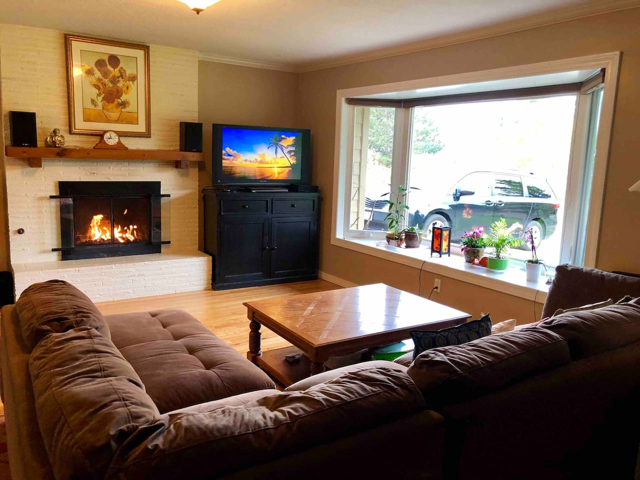 Living room with gas fire place, TV and big comfy couch