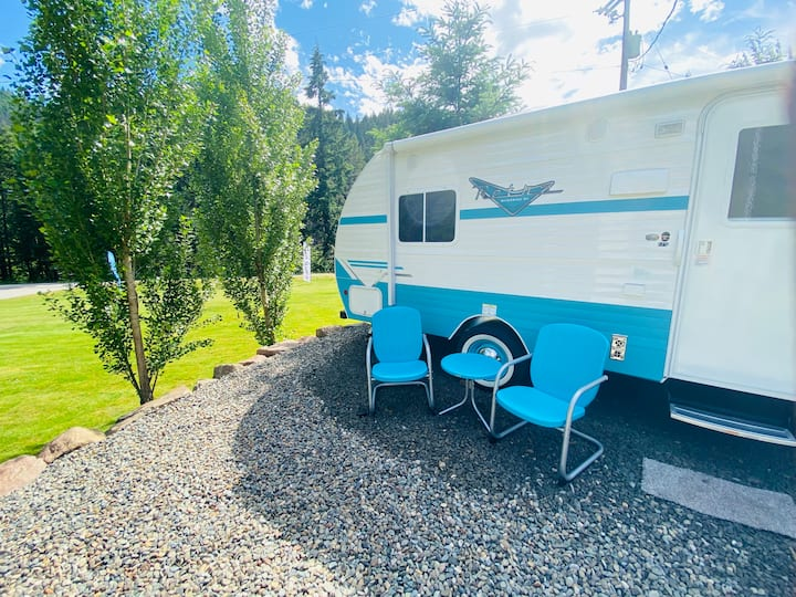 Classic & Cute 1950's Inspired Retro Camper