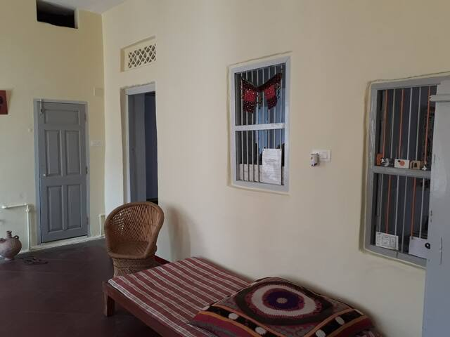 Renovated spacious flat in town - Ram Ram Haveli.