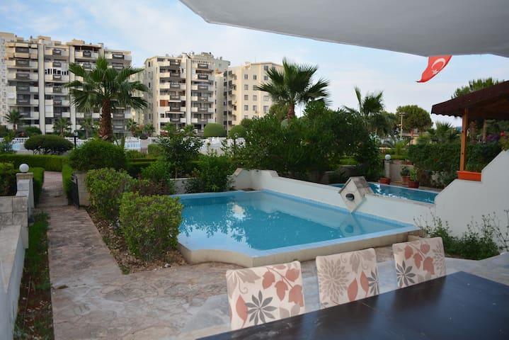 4 Zimmer Wohnung mit eigenem Pool direkt am Meer - Çeşmeli - Condominium
