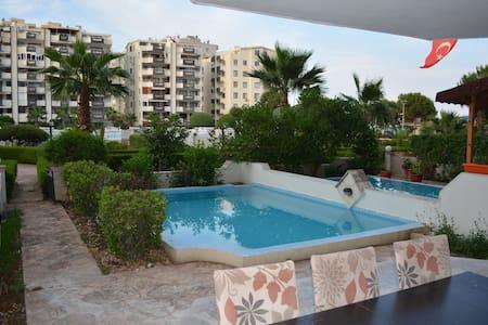 4 Zimmer Wohnung mit eigenem Pool direkt am Meer - Çeşmeli