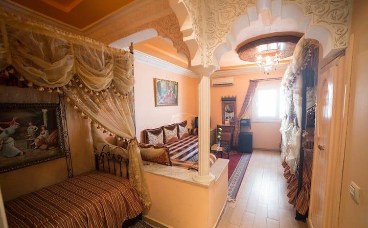 أمتلك بيتا جميلة بمواصفات مريحة للنزلاء