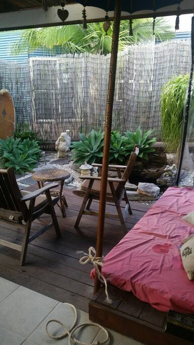 Tranquil outdoor daybed and setting