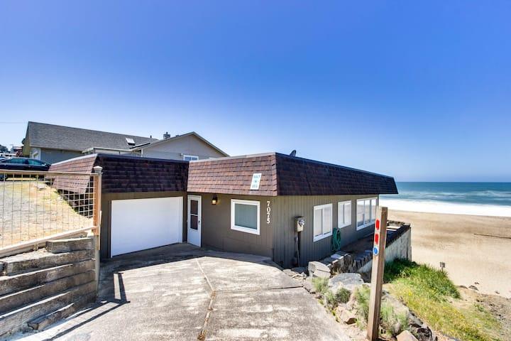 Modern oceanfront house w/ ocean views - walk to beach!