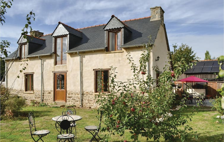 Holiday cottage with 2 bedrooms on 146m² in Coëtlogon