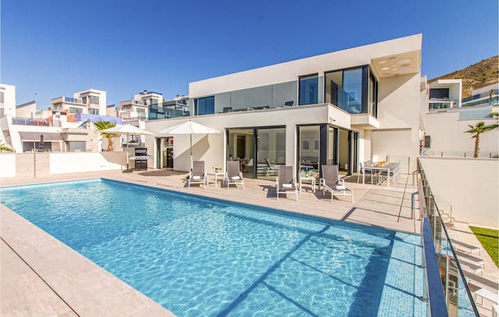 Amazing home in Finestrat with Outdoor swimming pool, WiFi and Outdoor swimming pool
