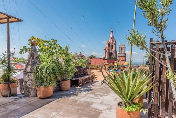 La Pajarera, Best downtown location! At the Jardin