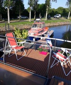 """""""Naïade"""", bateau chauffé, tout confort, 3 chambres"""