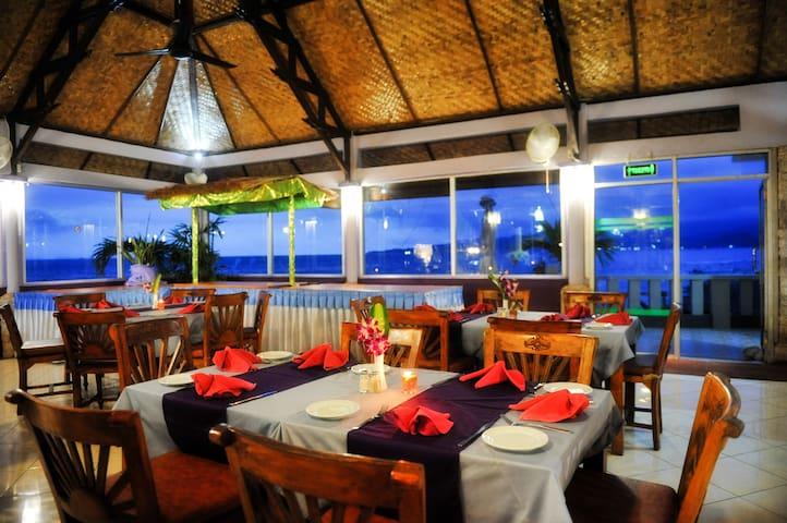 Palms Cafe