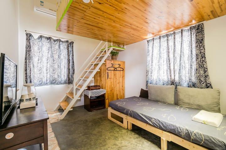 曾厝垵家庭房 1米8大床和1.2米沙发床