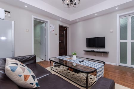 2 Bedroom Apartment Downtown香港中路双卧套房 - Qingdao - Apartment