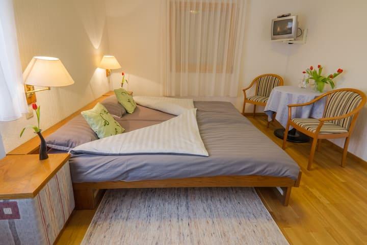 Bio Hotel Haus am Weinberg, (Vogtsburg-Achkarren), Doppelzimmer Standard, ca. 17qm, max. 2 Personen